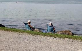 sunbathing-813102__180